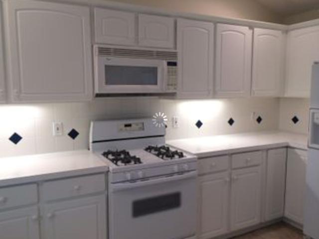 1035 Minnesota Ave-kitchen