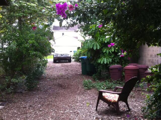 1210 Arlington Place-driveway