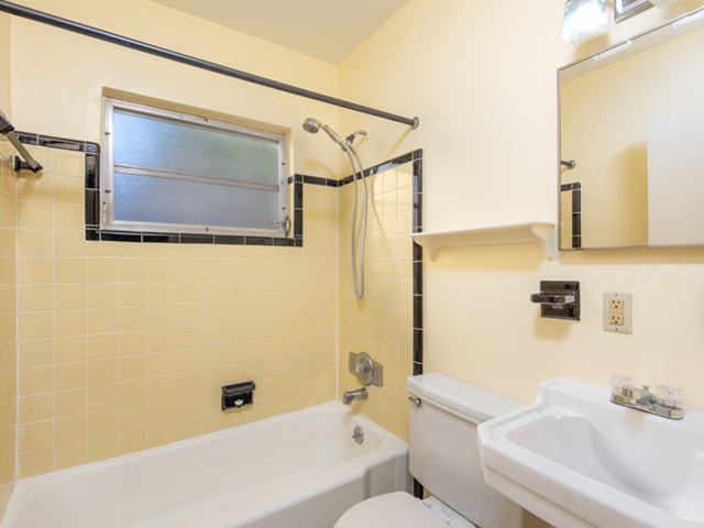 1240 Arlington - Bathroom 2