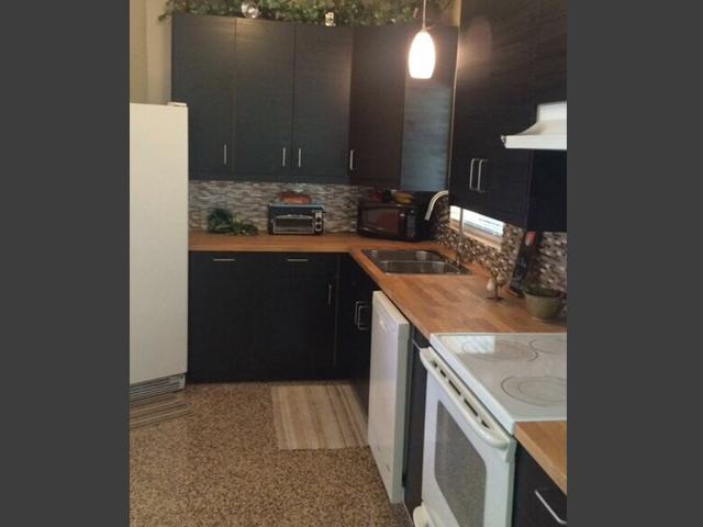 1242-Arlington-Place-kitchen