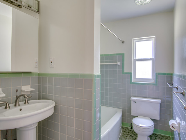 1441 Palm-Bathroom