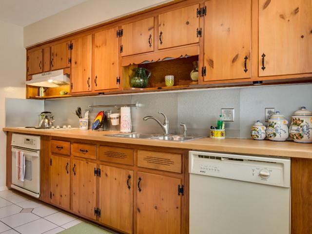 1760 Anzle Ave-kitchen