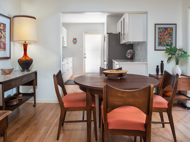 436-Knowles-2-Dining-Area